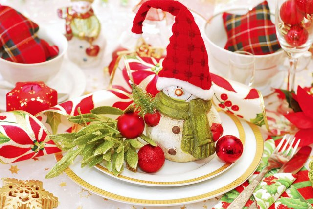 620914-oubliez-traditionnel-repas-noel-table
